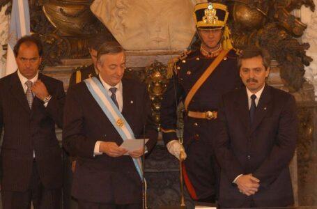 Néstor Kirchner le toma juramento a su gabinete nacional de ministros
